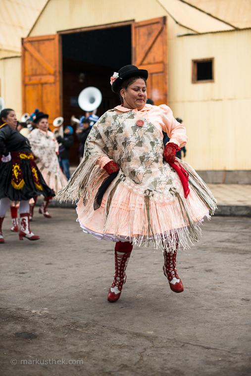 Beim Festival von La Tirana findet insbesondere ein Teleobjektiv für Porträtaufnahmen Anwendung. Hier trifft der Fotograf auf eine Fülle von Motiven.