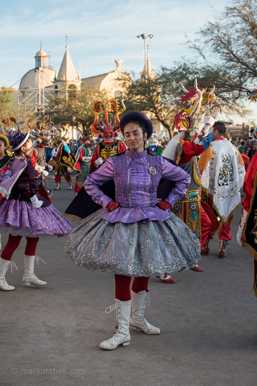 Eine Tänzerin beim La Tirana Fest. Hier kommt die Porträtfotografie zur Geltung.