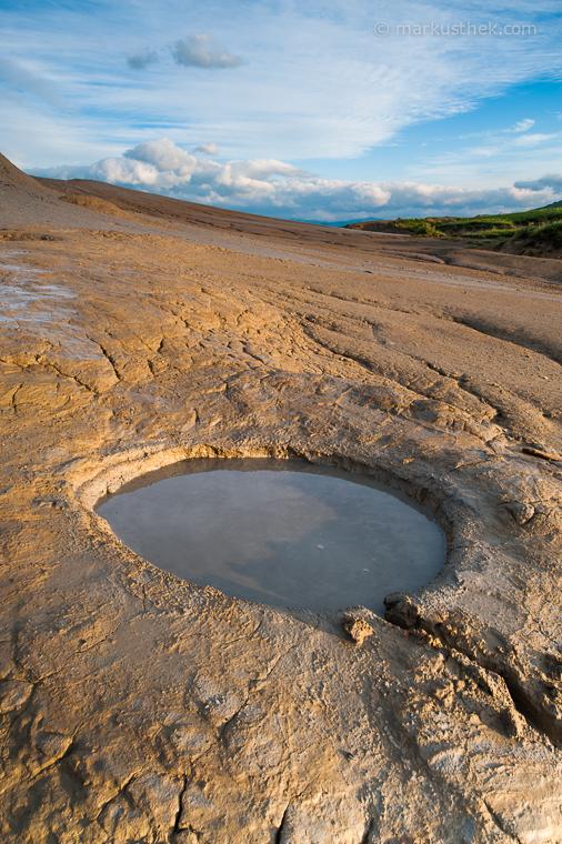 Die Schlammvulkane in Berca bilden Top-Motive für Landschaftsfotografen. Es ist eine archaische Naturlandschaft in Rumänien.