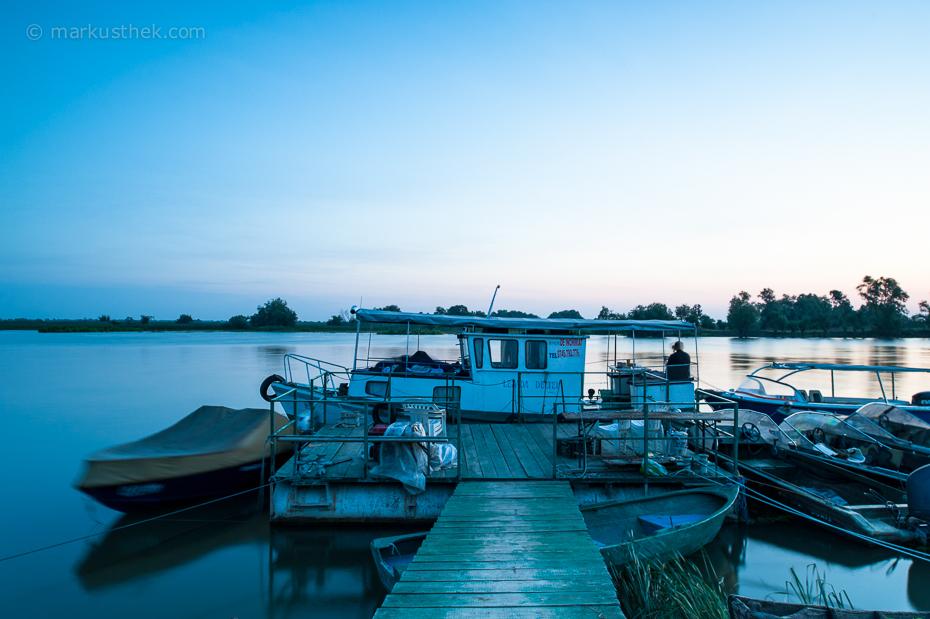 Sergheis kleines Schiff in Mila 23 im Donaudelta. Die unzähligen Wasserflächen und Kanäle bieten spannende Motive für Landschaftsfotografen.