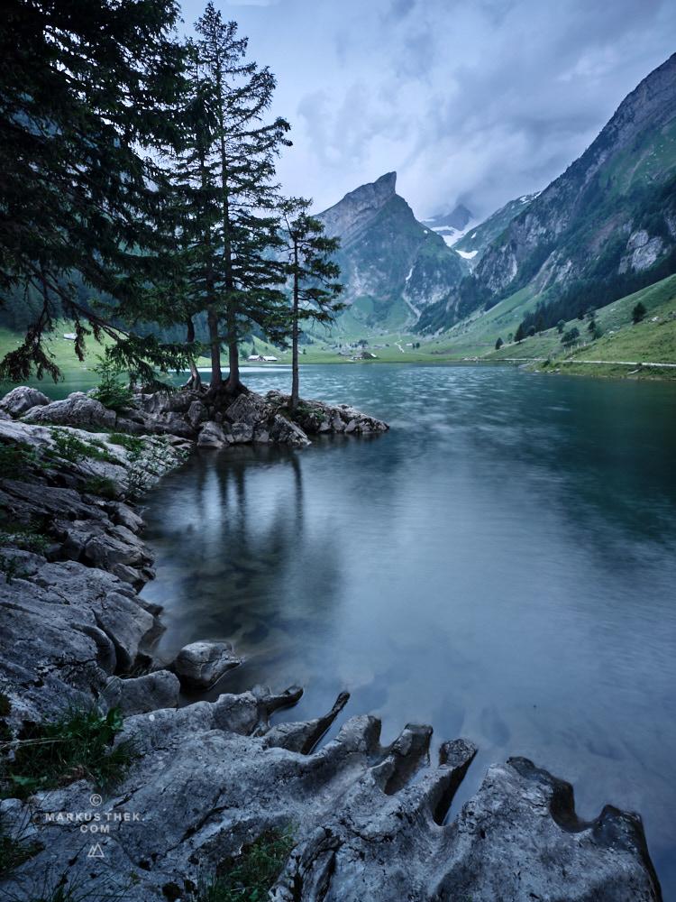 Der Morgen graut und verleiht der Szenerie eine mystische Stimmung.